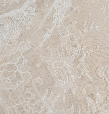Ivory natural chantilly lace fabric by Jean Bracq. Photo 3