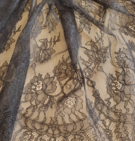Black floral Chantilly lace fabric. Photo 3