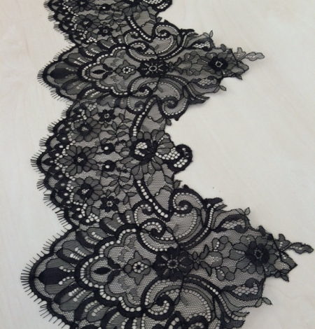 Black Lace Trim. Photo 2