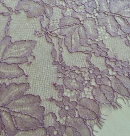 Light lilac lace trim. Photo 2