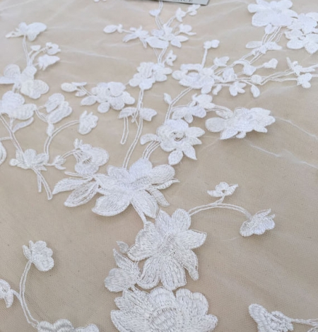 Bridal lace fabric with 3D flowers. Photo 3
