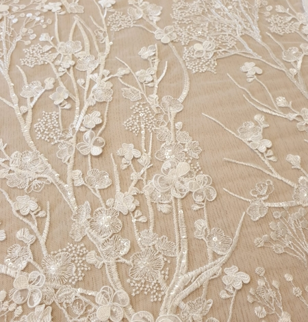 Ivory floral embroidery on tulle fabric. Photo 4