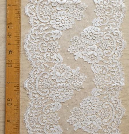 Snow white stiff cotton chantilly lace trimming. Photo 5