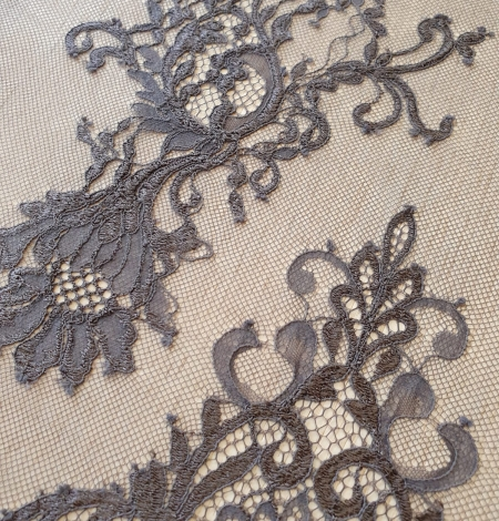 Greyish brown floral pattern chantilly lace fabric. Photo 5