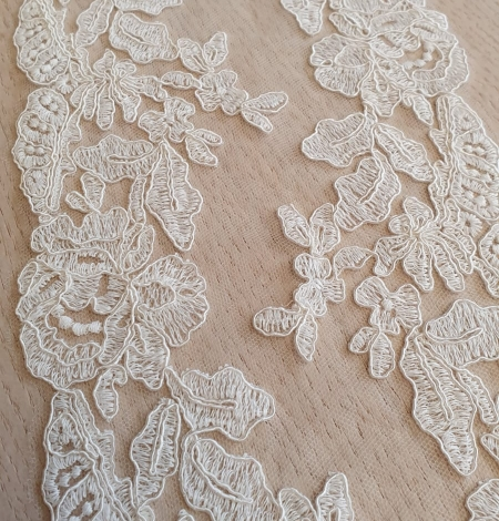 Ivory guipure lace fabric. Photo 1