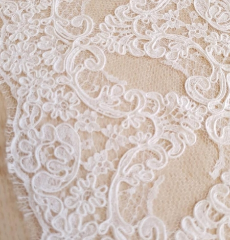 White Lace Trim French Lace. Photo 3