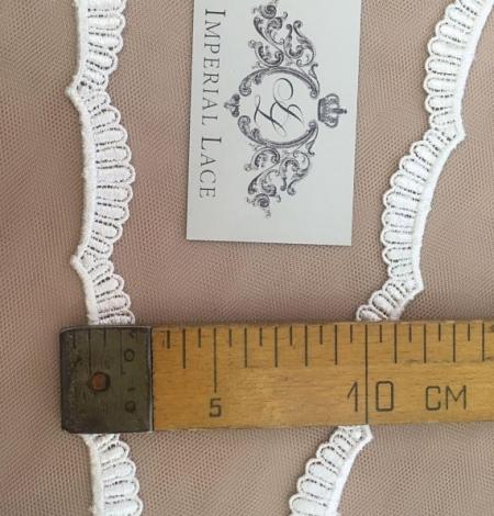 Ivory lace trim. Photo 6