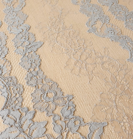 Bluishgrey on nude guipure with chantilly lace fabric. Photo 7