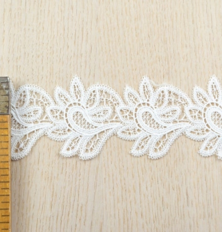 Off white floral pattern macrame lace trimming. Photo 5