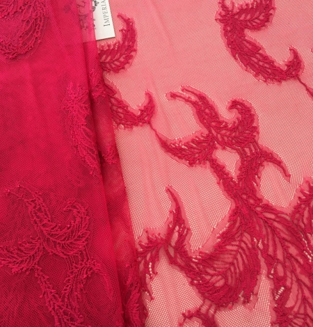 Raspberry pink lace fabric. Photo 6