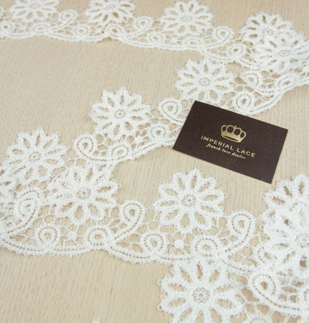 Ivory floral pattern macrame lace trimming. Photo 5