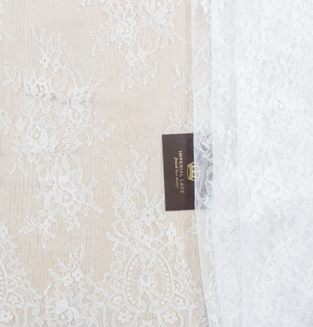 Off white floral pattern chantilly lace fabric. Photo 2