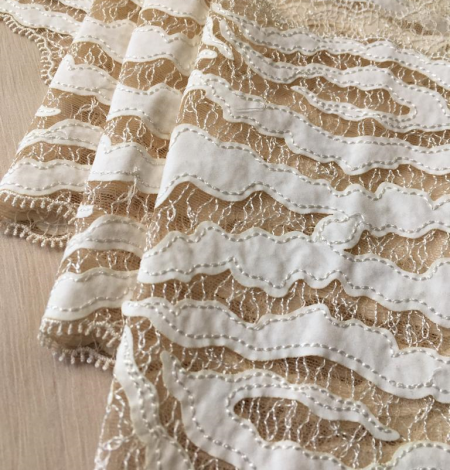 Elastic ivory lace trimming. Photo 4