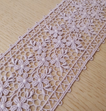 Lilac guipure lace trimming. Photo 3