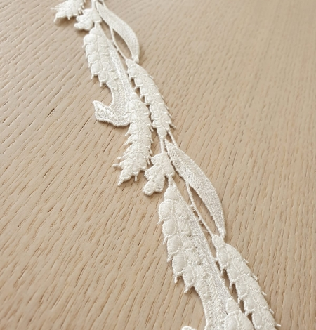 Ivory thick macrame organic floral pattern lace trimming. Photo 4