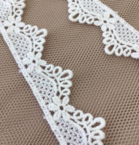 Ivory lace trim. Photo 1