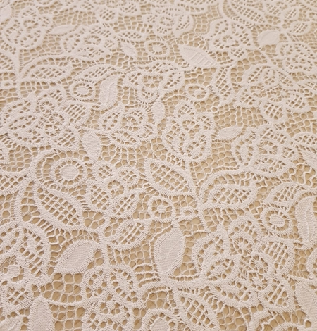 Snow white guipure floral pattern lace fabric. Photo 5