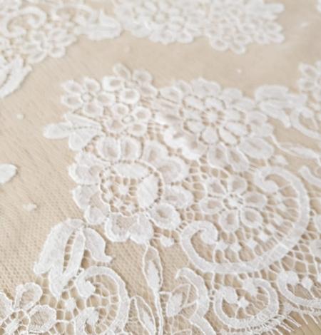 Snow white stiff cotton chantilly lace trimming. Photo 2