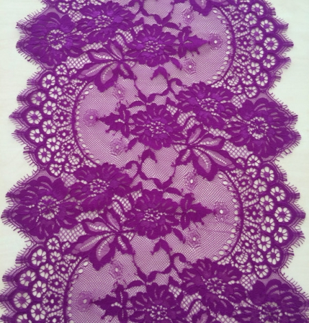 Lilac lace trim. Photo 3