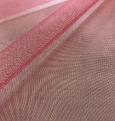 Raspberry red tulle fabric. Photo 6