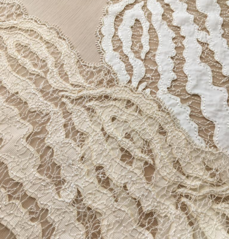 Elastic ivory lace trimming. Photo 5