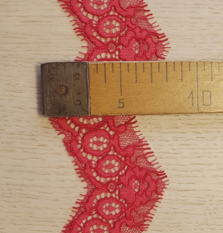 Red guipure lace trimming. Photo 6