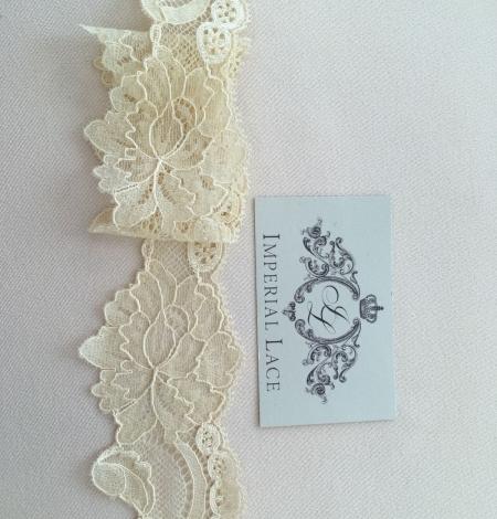 Sand yellow elastic lace trim. Photo 3