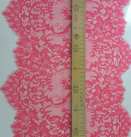 Bright Pink Lace Trim. Photo 4