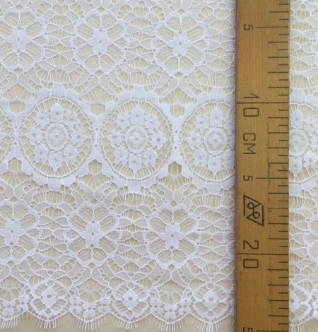 Snow white lace trim. Photo 5