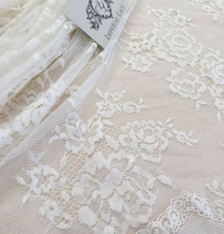 Ivory flowers with off white net chantilly lace. Photo 2