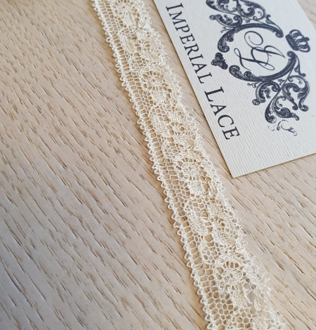 Ecru chantilly elastic lace trimming. Photo 4