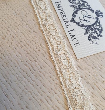Ecru chantilly elastic lace trimming. Photo 4