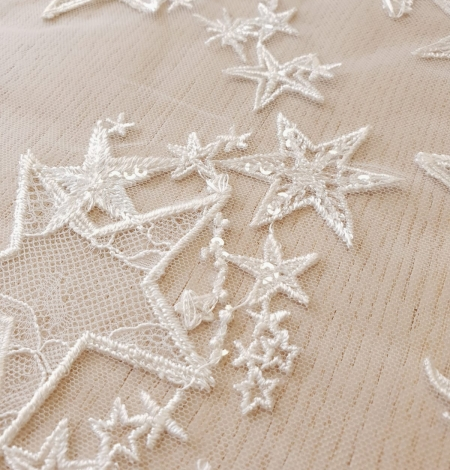 Ivory 100% polyester star pattern embroidery on tulle with beads and chantilly details lace fabric. Photo 4