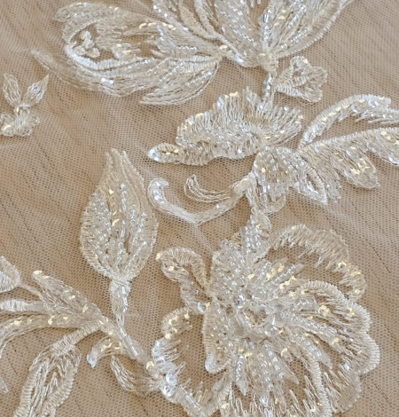 Ivory beaded floral lace fabric. Photo 5