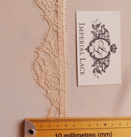 Beige chantilly lace trimming. Photo 5