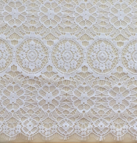 Snow white lace trim. Photo 4