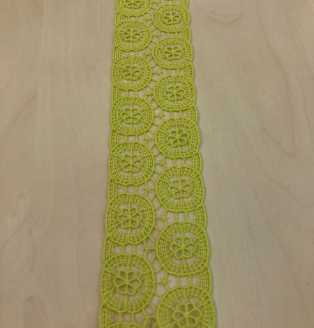 Green lace trimming. Photo 3