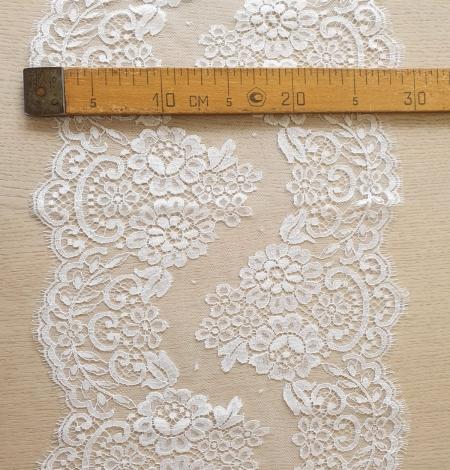 Snow white stiff cotton chantilly lace trimming. Photo 6