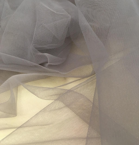 Soft grey tulle fabric with lilac shade. Photo 5