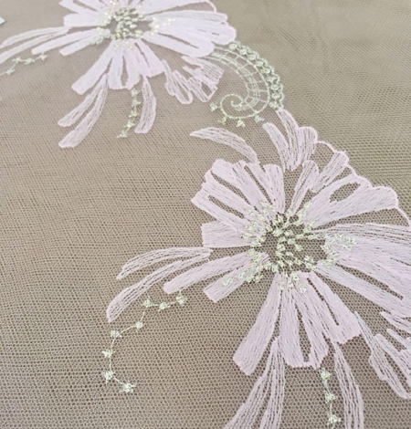 Light pink lace trim. Photo 1