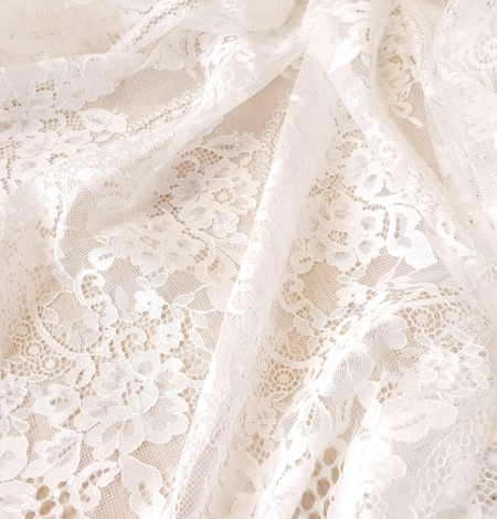 Ivory chantilly lace fabric. Photo 7