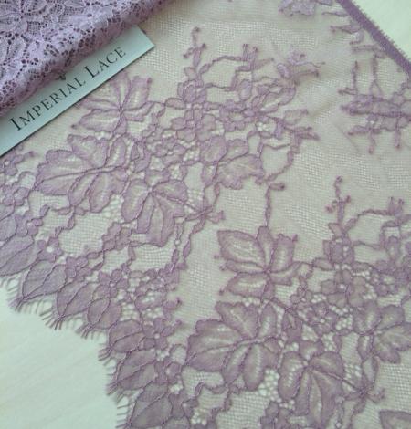 Light lilac lace trim. Photo 3