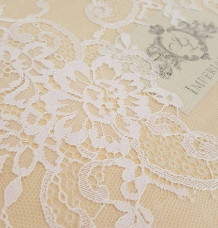 White with lilac shade chantilly lace fabric. Photo 3