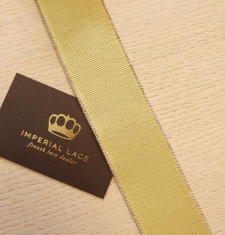Pistachio green grosgrain ribbon linen ribbon application. Photo 3