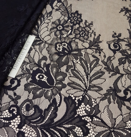 Black chantilly Lace. Photo 1