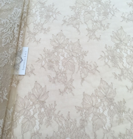 Beige lace fabric. Photo 1