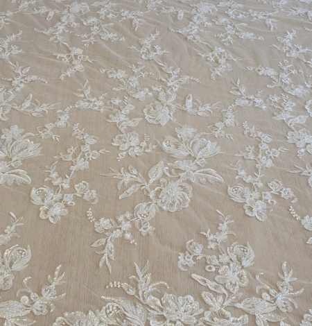 Ivory beaded floral lace fabric. Photo 6