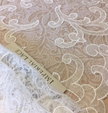 Offwhite lace trim. Photo 1