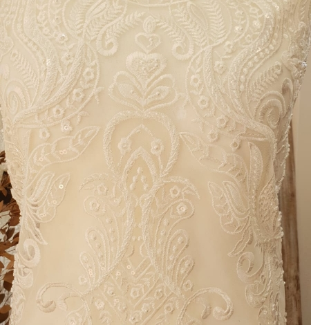Ivory embroidery on tulle lace fabric. Photo 8