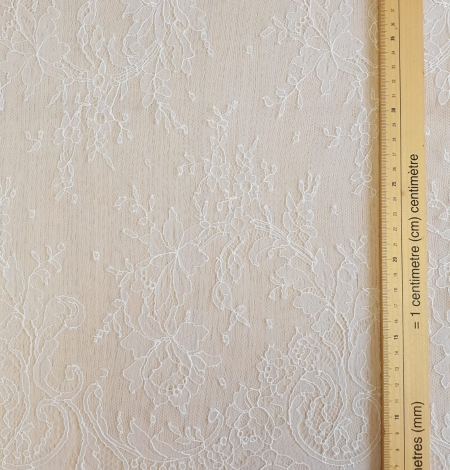 Ivory natural chantilly lace fabric by Jean Bracq. Photo 7